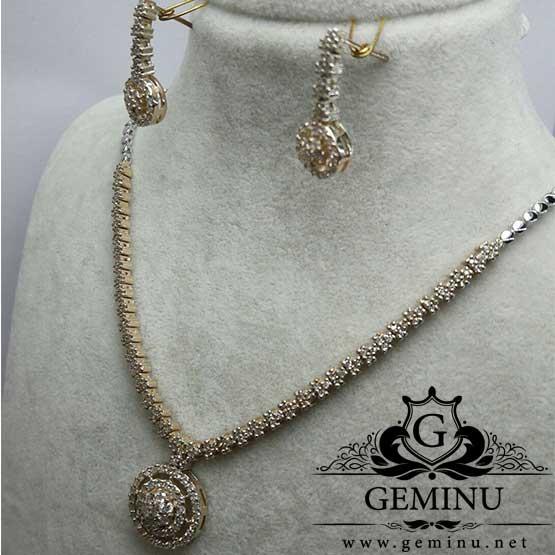گردنبند و گوشواره جواهر